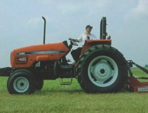 Rear-wheel-drive tractor