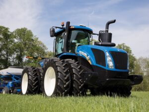 New Holland 4-Wheel-Dr Tractor